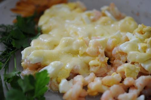 креветки я сыром и яйцами