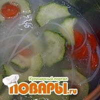 Суп с рисовой лапшой и овощами