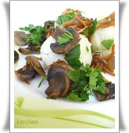 Картофельные колобки с зажаркой из грибов