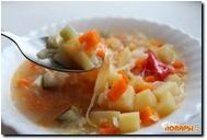 Рисовый суп с капустой, огурцами и помидорами