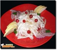 Салат с дайконом, грушей и клюквой