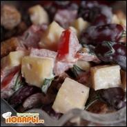 Сырный салат с фасолью