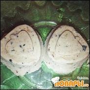 Десерт из муки с черносливом, орехом и кунжутом