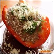 Сладкий болгарский перец с сырым паштетом из семян и льняной сыроедческий хлеб