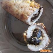 Мясной рулет с черносливом и сыром под горчичным соусом