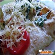 Лаваш с картофельно-овощной начинкой под белым соусом в духовке