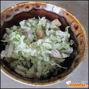 Салат из куриного филе, пекинской капусты и белых сухариков  Салат из куриного филе, пекинской капусты и белых сухариков
