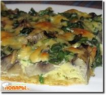 Открытый пирог с грибами и зеленым луком