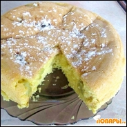 Пирог с ревенем, приготовленный в мультиварке