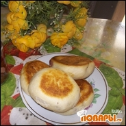 Пирожки из дрожжевого теста с вишней и абрикосами