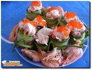Рулеты овощные с красной рыбой и сливочным соусом.  Рулеты овощные с красной рыбой и сливочным соусом