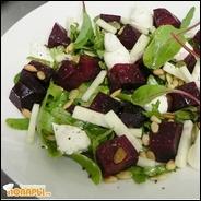 Салат из свеклы с кедровыми орешками с муссом из козьего сыра