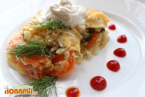 Сметанная запеканка с сыром, картофелем и брокколи
