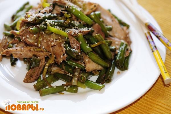 Салат из зеленой фасоли и мяса