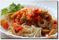 Спагетти с овощным соусом из оливок и томатов  Спагетти с овощным соусом из оливок и томатов