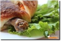 Окорочка с овощами в слоено-дрожжевом тесте