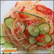 Теплая фунчоза с оливковым маслом и маринованными овощами