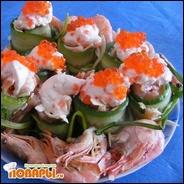 Рулеты овощные с красной рыбой и сливочным соусом