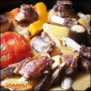Бараньи ребрышки, запеченные с овощами и фруктами