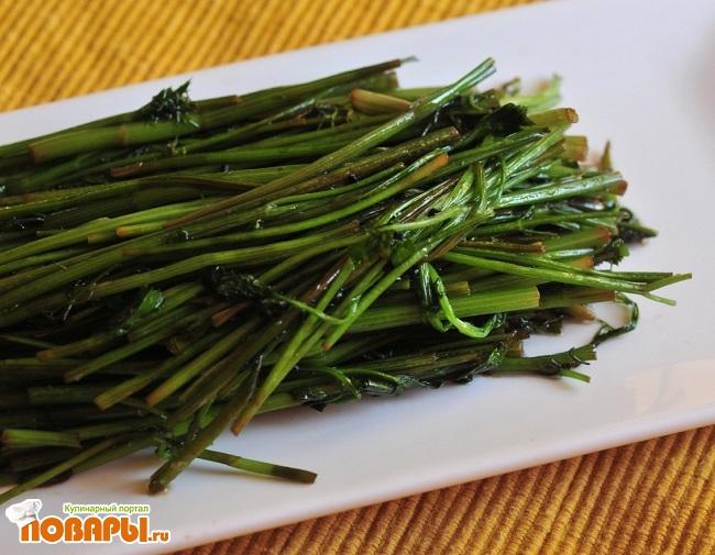 Салат из стеблей зелени