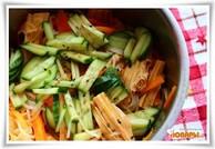 Фучжи с рисовой лапшой и овощами