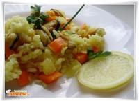 Рис с замороженными мидиями и овощами
