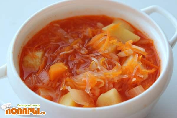 Томатный суп с фунчозой и картофелем