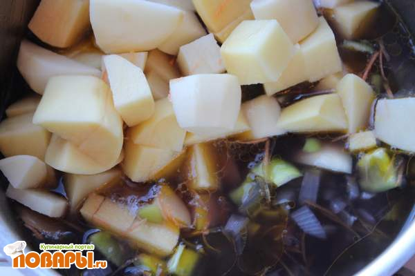 Густой суп с черной чечевицей и картофелем (постный)