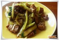 Салат из огурцов и свинины
