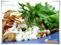 Салат из кресс-салата с морковью, яйцом и тыквенными семечками