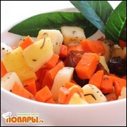 Салат с яблоком, финиками, морковью и петрушкой