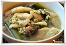 Суп с клецками и проросшим машем