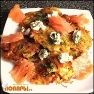 Овощные драники с лососем и рикоттой