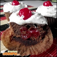 Кексы шоколадные с вишней в сахаре